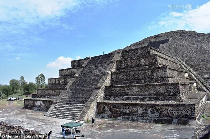 Địa ngục đầy hài cốt dị hình dưới kim tự tháp mặt trăng - Ảnh 1.