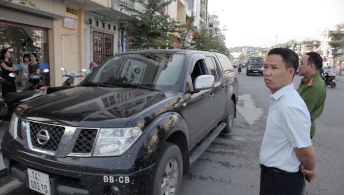 Tài xế ô tô khai bị đập vỡ kính xe trước ngân hàng, trộm 3,5 tỉ đồng - Ảnh 2.