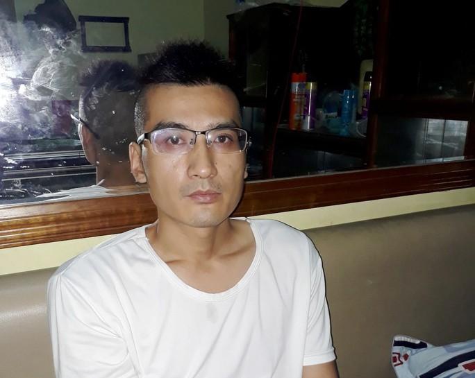 Du khách Trung Quốc ở Nha Trang: Hàng loạt hình ảnh phản cảm - Ảnh 7.