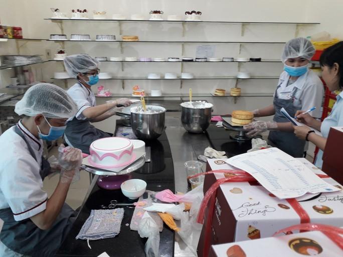 Vụ ngộ độc tập thể ở Tân Phú: Nghi do món chà bông? - Ảnh 3.