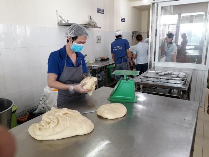 Vụ ngộ độc tập thể ở Tân Phú: Nghi do món chà bông? - Ảnh 2.