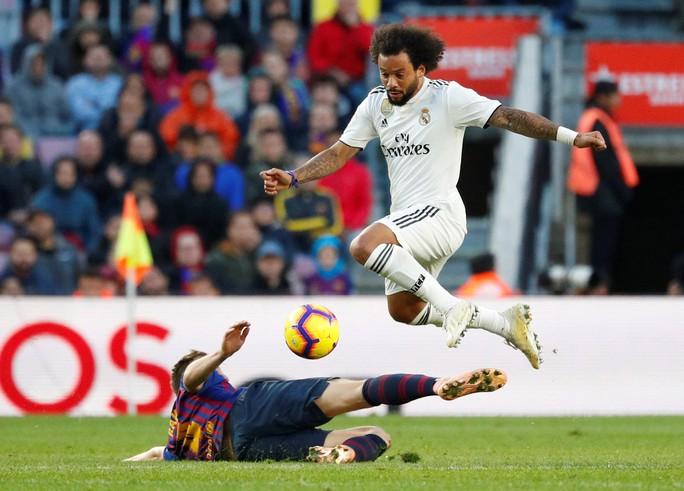 Hat-trick Suarez nhấn chìm Real Madrid ở El Clasico - Ảnh 5.