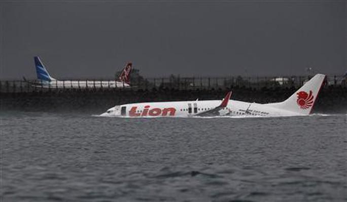 Rơi máy bay chở 189 người ở Indonesia - Ảnh 7.
