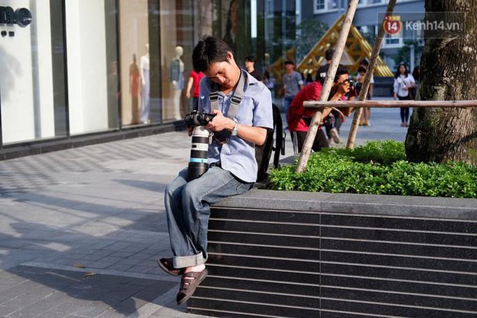 Nghị lực phi thường của chàng nhiếp ảnh khuyết tật ở Sài Gòn - Ảnh 4.