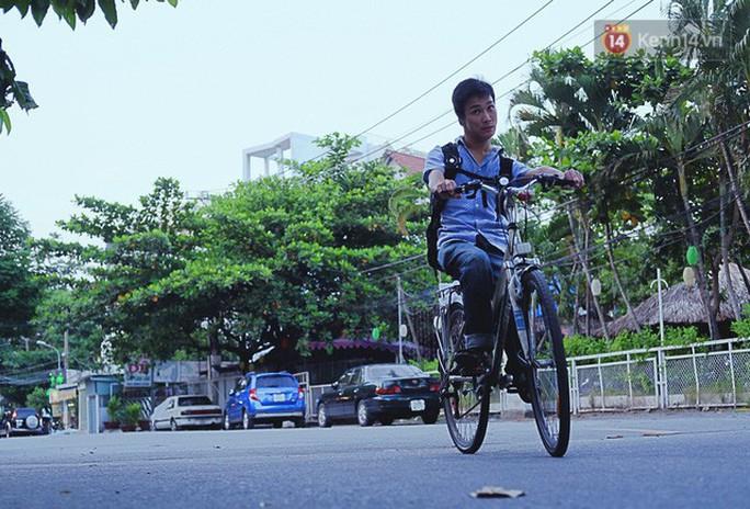 Nghị lực phi thường của chàng nhiếp ảnh khuyết tật ở Sài Gòn - Ảnh 6.