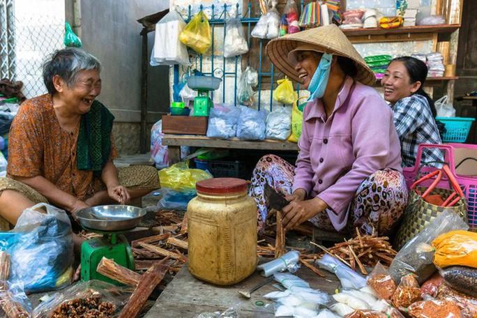 Nghị lực phi thường của chàng nhiếp ảnh khuyết tật ở Sài Gòn - Ảnh 7.