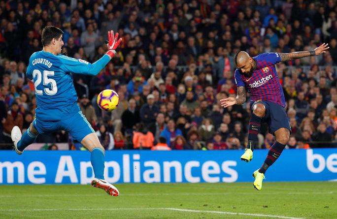 Hat-trick Suarez nhấn chìm Real Madrid ở El Clasico - Ảnh 7.