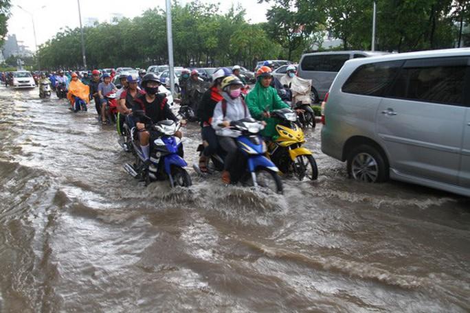 TP HCM từ chối ứng tiền doanh nghiệp để sửa đường Nguyễn Hữu Cảnh - Ảnh 1.