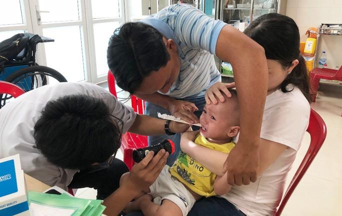 Quảng Ngãi: Căng mình chống chọi bệnh tay chân miệng - Ảnh 2.