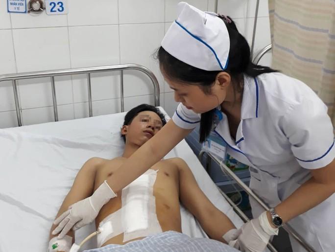 Bị tai nạn giao thông, gan trái thanh niên 18 tuổi gần đứt lìa - Ảnh 1.