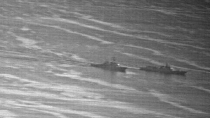 Lộ ảnh tàu Trung Quốc vượt đầu tàu Mỹ trên biển Đông - Ảnh 4.