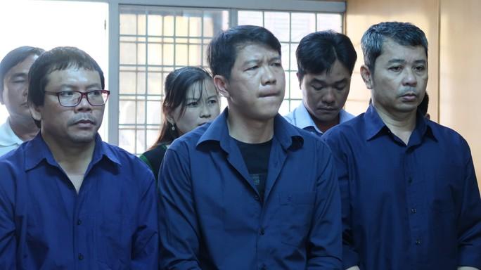 80 thanh tra, CSGT có thoát tội trong đường dây logo xe vua? - Ảnh 1.