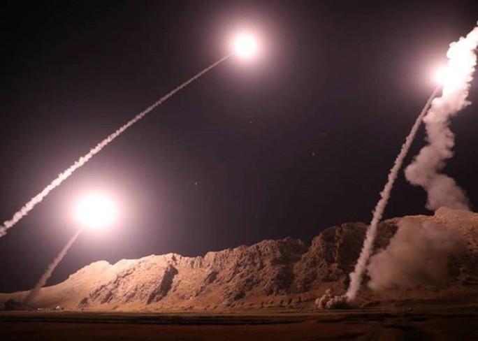 Mỹ chỉ trích màn nã tên lửa của Iran ở Syria - Ảnh 2.