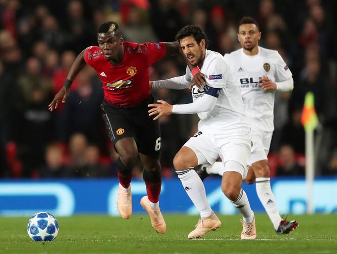 Chia điểm nhạt Valencia, Man United hứng chỉ trích tại Old Trafford - Ảnh 2.