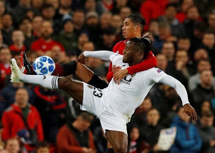 Chia điểm nhạt Valencia, Man United hứng chỉ trích tại Old Trafford - Ảnh 4.