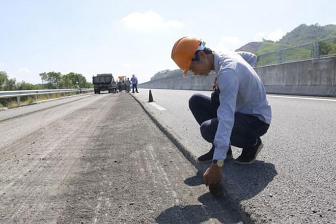 Đường cao tốc 34.500 tỉ lộ thêm vi phạm - Ảnh 1.