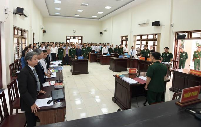 Út trọc được đưa vào Tòa án Quân sự Trung ương trong an ninh thắt chặt - Ảnh 2.