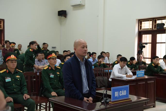Út trọc được đưa vào Tòa án Quân sự Trung ương trong an ninh thắt chặt - Ảnh 1.