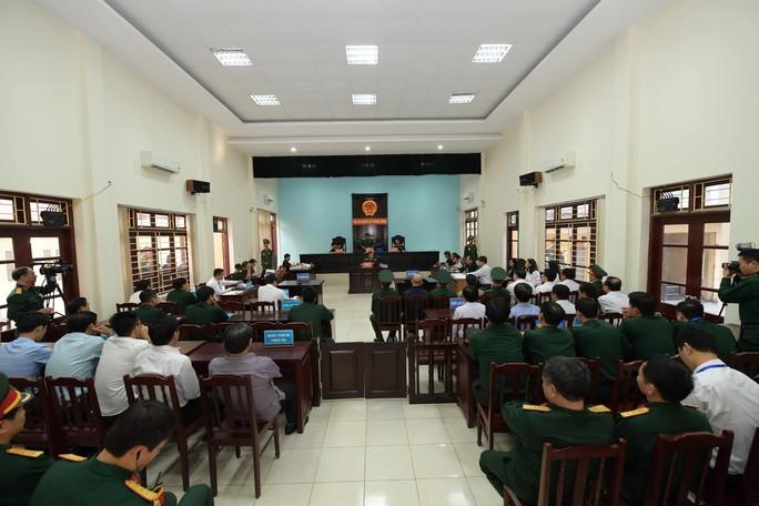 Út trọc được đưa vào Tòa án Quân sự Trung ương trong an ninh thắt chặt - Ảnh 3.