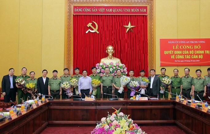 Công bố Quyết định của Bộ Chính trị về công tác cán bộ tại Đảng ủy Công an Trung ương - Ảnh 2.