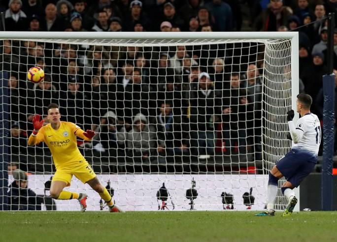 Cựu công thần Leicester toả sáng, Man City đòi lại ngôi đầu Ngoại hạng - Ảnh 5.