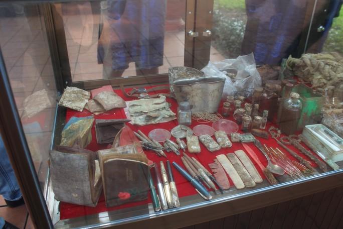 Truy điệu các liệt sĩ được tìm thấy trong hố chôn tập thể ở Đồng Nai - Ảnh 4.
