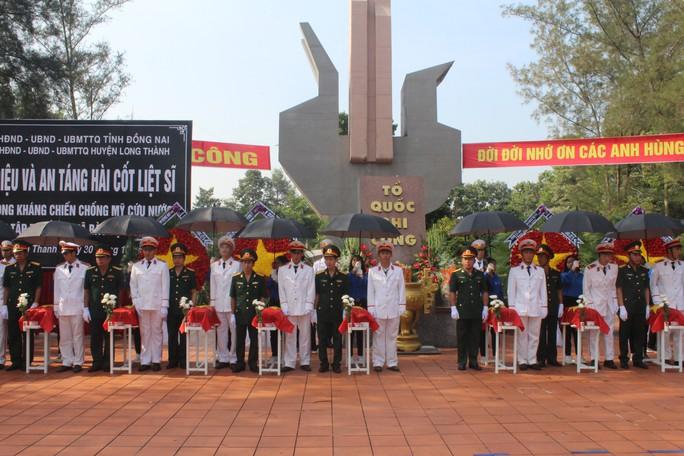 Truy điệu các liệt sĩ được tìm thấy trong hố chôn tập thể ở Đồng Nai - Ảnh 2.