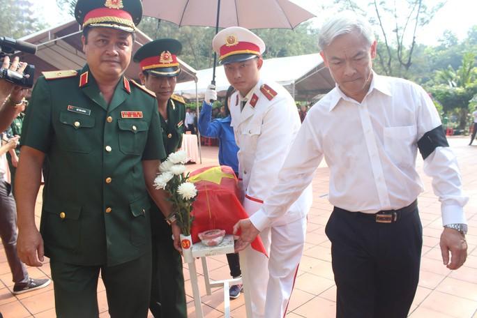 Truy điệu các liệt sĩ được tìm thấy trong hố chôn tập thể ở Đồng Nai - Ảnh 1.