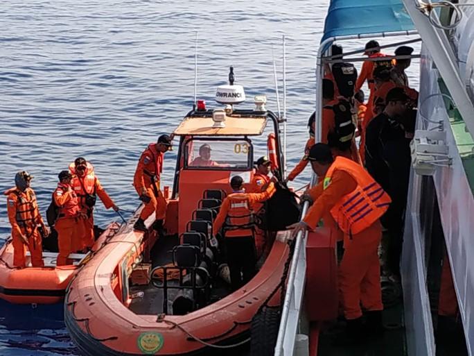 Rơi máy bay Indonesia: Phi công xin quay về nhưng lại không quay về - Ảnh 3.