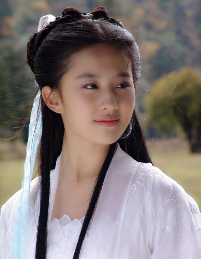 Những mỹ nhân tỏa sáng màn ảnh nhờ tiểu thuyết Kim Dung - Ảnh 12.