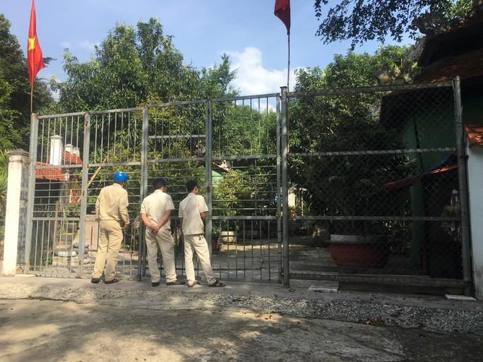 Chính quyền đến biệt phủ xây trái phép kiểm tra, người làm không chịu mở cửa - Ảnh 2.