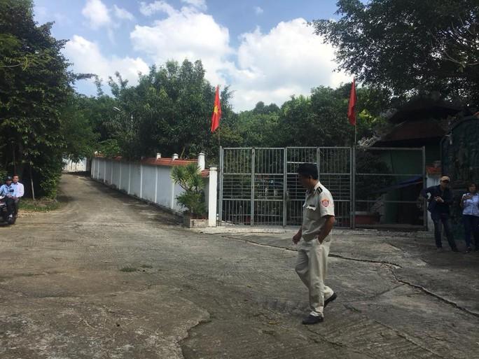 Chính quyền đến biệt phủ xây trái phép kiểm tra, người làm không chịu mở cửa - Ảnh 3.