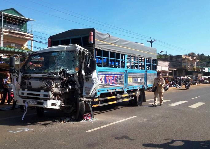 Xe khách đối đầu xe tải, 50 hành khách la hét hoảng loạn - Ảnh 2.