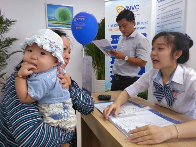 Thêm 2 trung tâm tiêm chủng vắc-xin mới đi vào hoạt động - Ảnh 1.