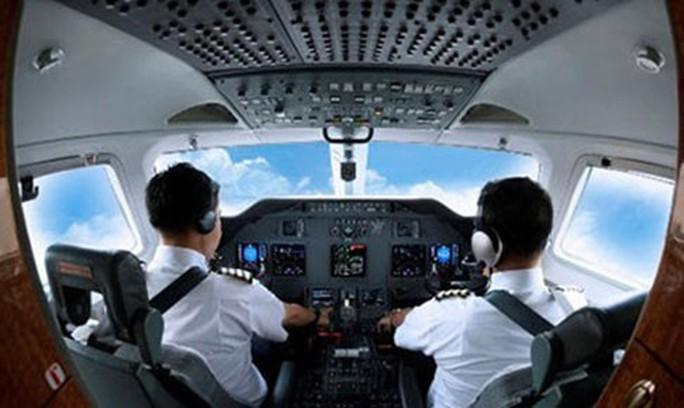 Bắt nhân viên hàng không trình độ cao nghỉ việc phải báo trước 120 ngày là trái luật - Ảnh 1.
