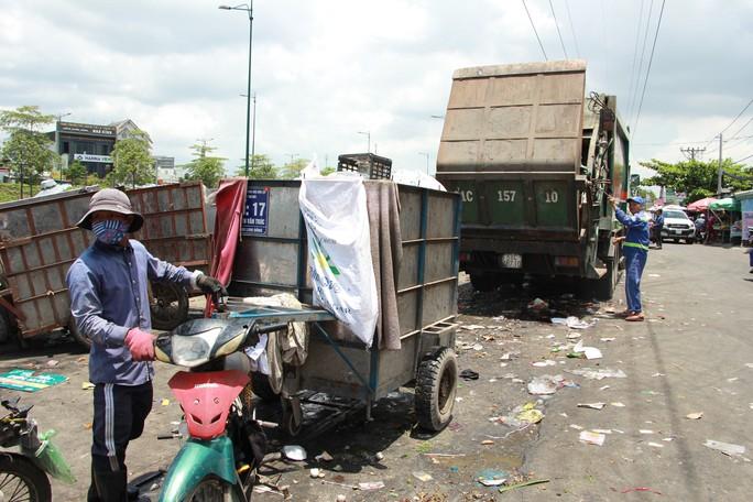 Người thu gom rác dân lập đối diện với nhiều bệnh tật - Ảnh 1.