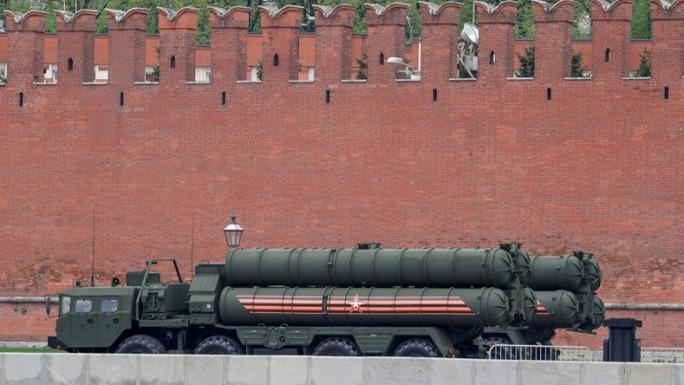 Ấn Độ mua S-400 của Nga, bất chấp lệnh trừng phạt của Mỹ - Ảnh 1.