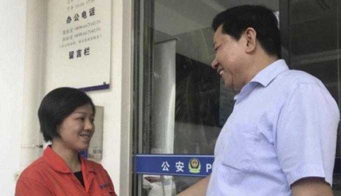 Nữ công nhân vệ sinh trả lại số tiền đánh rơi bằng cả 7 năm lương - Ảnh 1.
