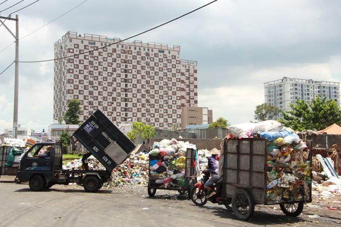 Người thu gom rác dân lập đối diện với nhiều bệnh tật - Ảnh 2.