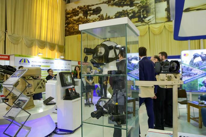 Tận tay cầm vũ khí tối tân trong triển lãm quốc tế về an ninh tại Hà Nội - Ảnh 16.