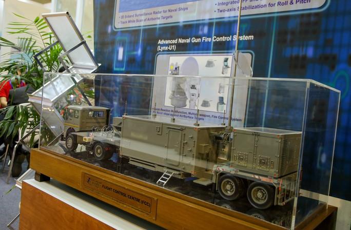 Tận tay cầm vũ khí tối tân trong triển lãm quốc tế về an ninh tại Hà Nội - Ảnh 13.