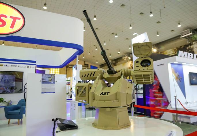 Tận tay cầm vũ khí tối tân trong triển lãm quốc tế về an ninh tại Hà Nội - Ảnh 8.