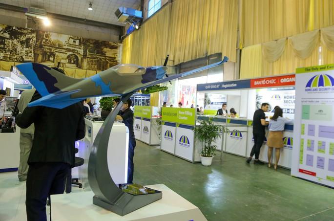 Tận tay cầm vũ khí tối tân trong triển lãm quốc tế về an ninh tại Hà Nội - Ảnh 11.