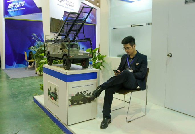 Tận tay cầm vũ khí tối tân trong triển lãm quốc tế về an ninh tại Hà Nội - Ảnh 15.