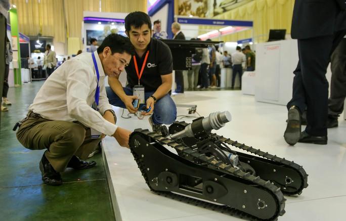 Tận tay cầm vũ khí tối tân trong triển lãm quốc tế về an ninh tại Hà Nội - Ảnh 5.
