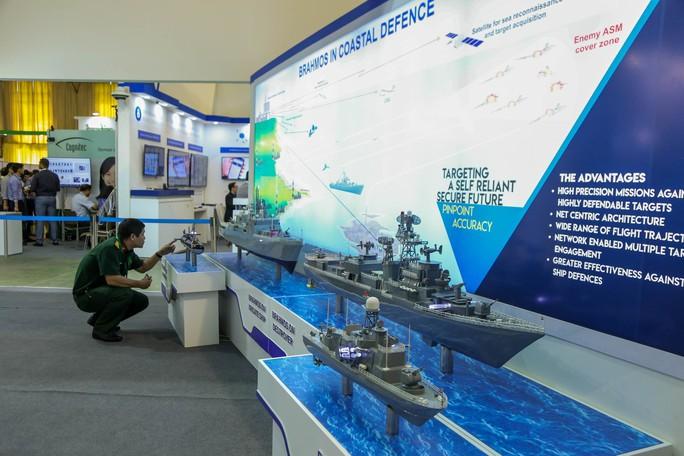 Tận tay cầm vũ khí tối tân trong triển lãm quốc tế về an ninh tại Hà Nội - Ảnh 14.