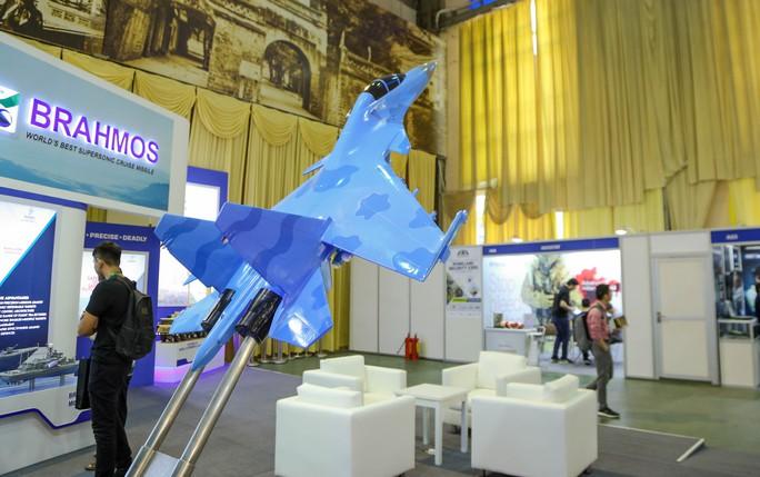 Tận tay cầm vũ khí tối tân trong triển lãm quốc tế về an ninh tại Hà Nội - Ảnh 12.