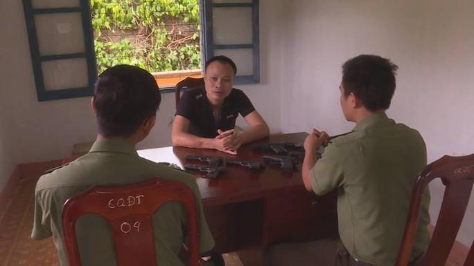 Xem xét kỷ luật lãnh đạo công an huyện vì để cấp dưới lấy trộm súng - Ảnh 2.