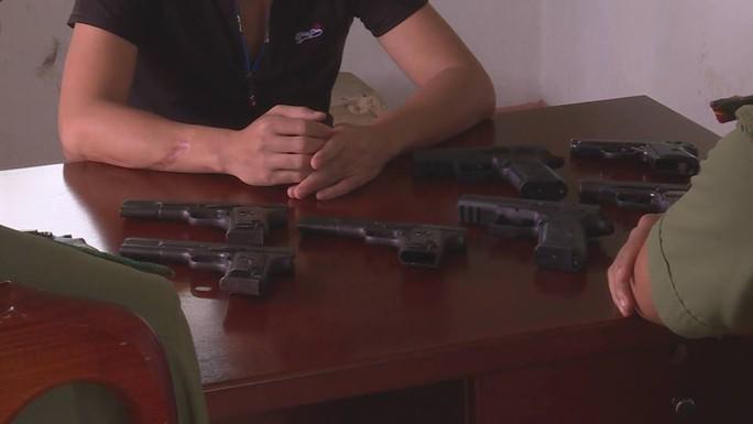 Xem xét kỷ luật lãnh đạo công an huyện vì để cấp dưới lấy trộm súng - Ảnh 1.