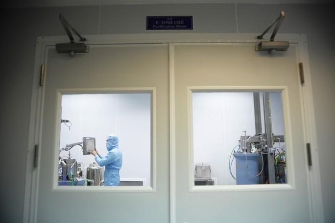 Cận cảnh quá trình điều chế vắc-xin phòng H5N1 made in Việt Nam - Ảnh 8.
